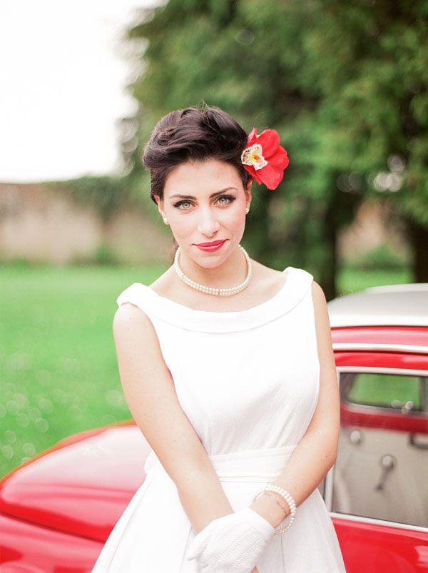 50s bride in red http://weddingwonderland.it/2016/06/matrimonio-rockabilly-anni-50.html