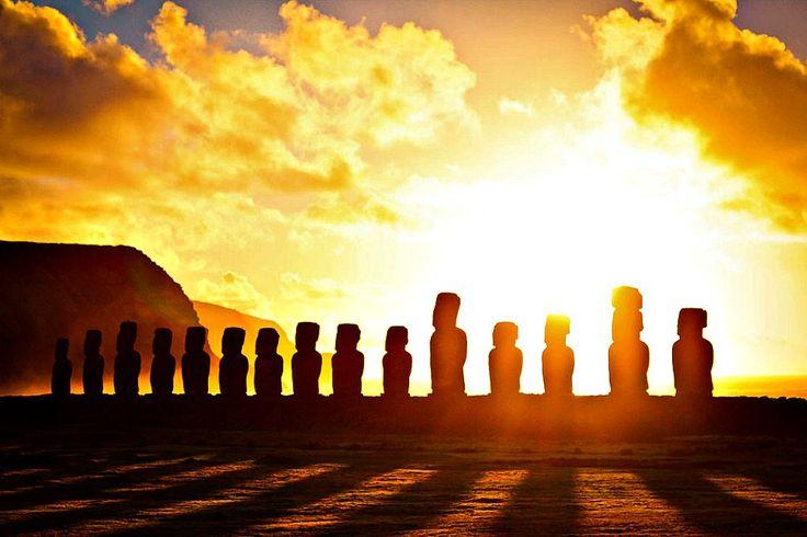"""(adsbygoogle = window.adsbygoogle    []).push();   Hasta el momento actual el enigma que envuelve a la isla de Pascua y a sus """"Moais"""" sigue latente. Los pascuenses, celosos de su cultura ancestral, viven con sencillez, tratando de mantener incólumes sus danzas, costumbres, leyendas..."""