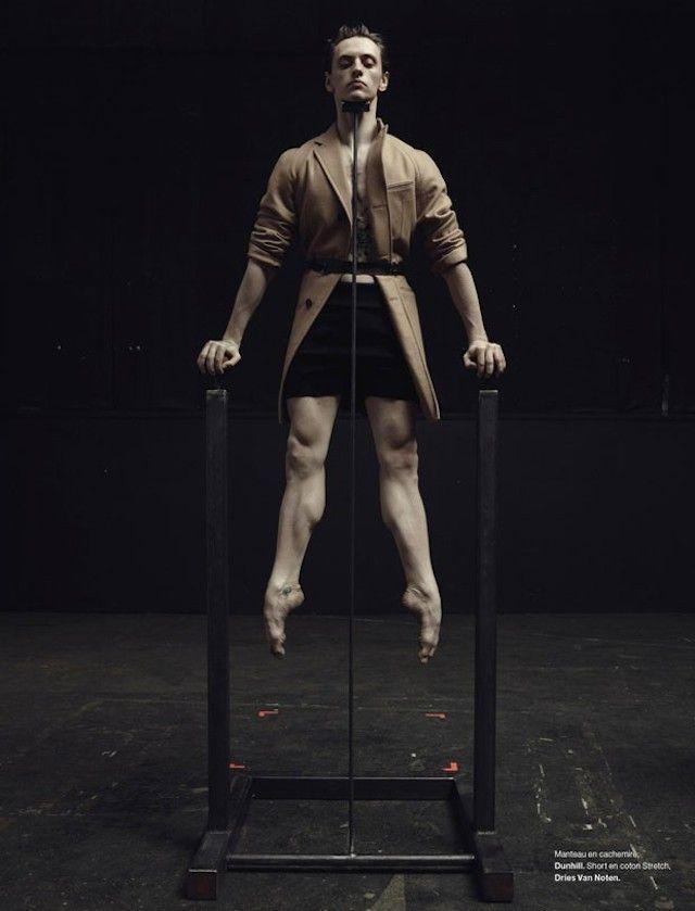numerohomme-2Pour le magazine Numero Homme, le photographe Jacob Sutton a réalisé un shooting avec le danseur de ballet ukrainien Sergueï Polounine. Sur le thème des « jeux de scène », le danseur s'est adonné à des postures élégantes et des élancements aériens majestueux. L'ensemble des photos est disponible dans la galerie.