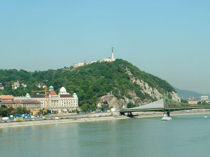 Gellérthegy (Természetvédelmi terület) (Budapest): A Gellérthegy (egybeírva) Budapest egyik városrésze az I. és XI. kerületben. Nevét a 235 méter magas Gellért-hegyről kapta, amit területe nagyjából lefed.