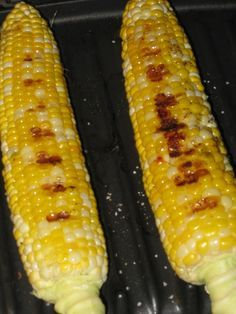 Grilling Corn with George Foreman   George Foreman Grill to grill some ears of sweet corn.  Step 1) Remove from husk. De-silk.   Step 2) Brush with olive oil. Sprinkle with Kosher salt and cracked black pepper.   Step 3) Set grill to 375 °F. Cover and grill for 5 minutes, horizontally (that is, at 90 ° to the griddle ridges)   Step 4) Rotate the ears, and turn vertically into the grooves. Grill another 3 minutes.