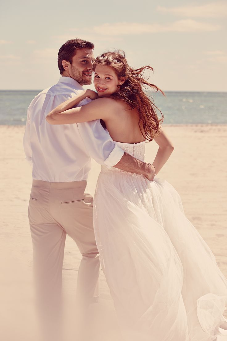 This dreamy beach wedding shoot for our Fall 2014 collection is perfect for the laid-back bride. Soft fabrics and pretty details are perfect for a seaside wedding day. #davisdbridal #fall2014