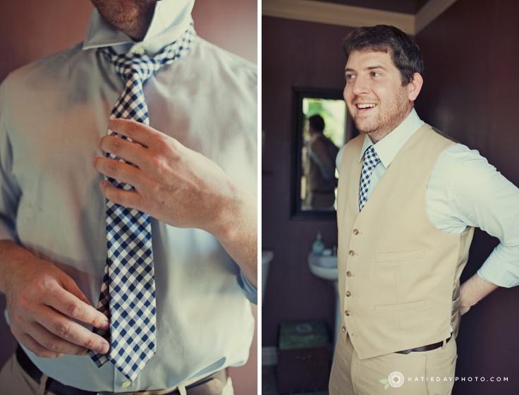 love the casual groom look
