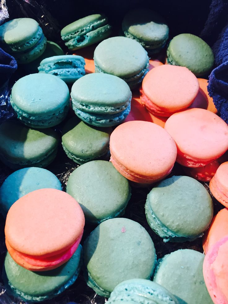 These are macarons I made for mums work they went in an instant #yum #macarons #french
