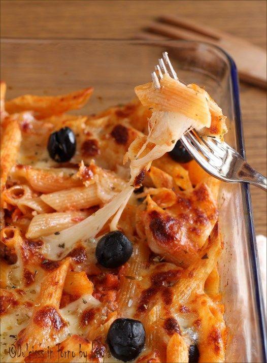 Pasta al forno con tonno e olive filante