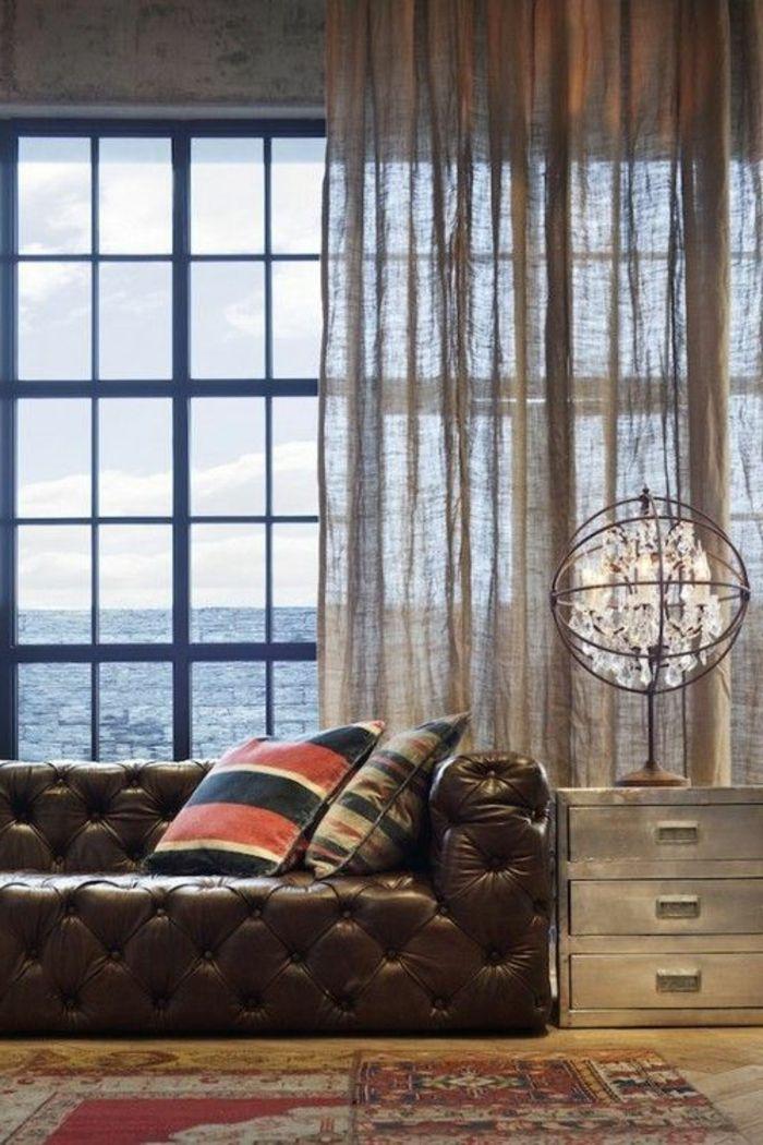 rideau en lin, draperie en lin, grande fenêtre et grand sofa en cuir