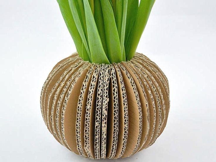 DIY tutorial: Make A Card Vase via DaWanda.com
