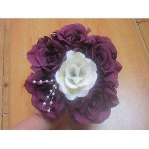 Bouquet demoiselle d'honneur fait avec des roses prune /ivoire
