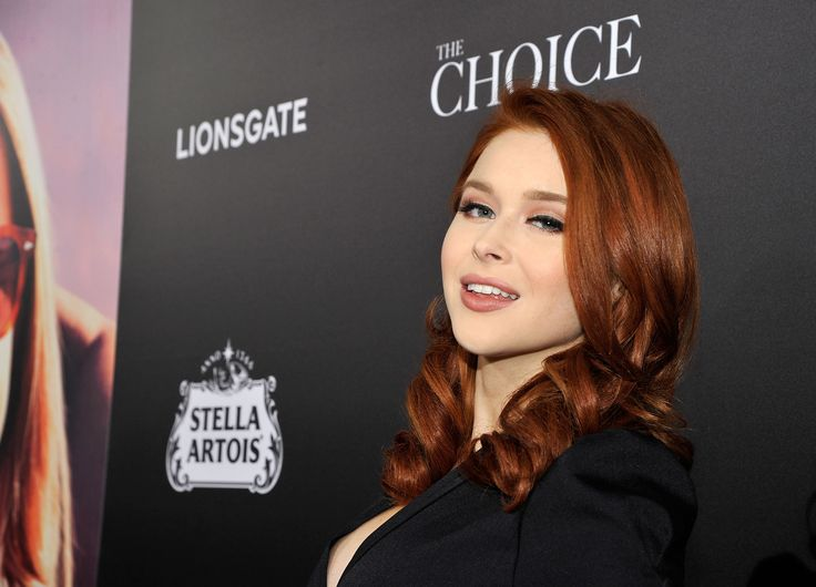 Renee Olstead attends the premiere of Lionsgate's 'The Choice' at ArcLight Cinemas on February 1, 2016 in Hollywood, California.