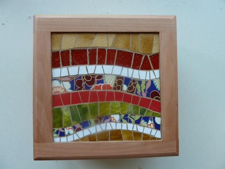 Mosaico con ceramicos estampados....  todo un estilo vintage !!!!