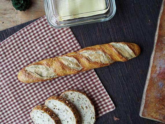 Vintage Polymer False Bread Knife Stainless Steel Blade Rustic Farmhouse Kitchen Dish Utensil Retro Decorative Centerpiece Serrated Knife