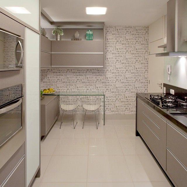 """1,748 Likes, 99 Comments - MarianeBaptistaMarildaBaptista (@arqmbaptista) on Instagram: """"Amamos essa cozinha com cara de cozinha - acabamentos em granito preto, mdf cinza e vidros…"""""""