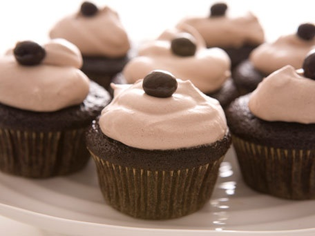 Chocolate espresso cupcakes. These have my name written all over them!: Desserts, Espresso Cupcakes, Chocolate Espresso, Cupcakes Recipes, Sweet Tooth, Chocolates Espresso, Cupcakes Rosa-Choqu, Whipped Cream, Cocoa Whipped