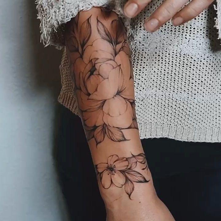 Roses in details 😍🌹 . #olgaocean #olgaartist #moscow #tattoomoscow #nizhni… – Cheryl Chase-Brinkman