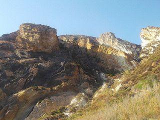 Isola di Palmarola - gli incredibili colori cangianti delle varie formazioni rocciose dell'isola, stabilmente abitata solo da capre selvatiche   da Lorenzo Sturiale