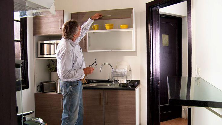 Este proyecto es una propuesta para aumentar la capacidad de almacenamiento de una cocina y ordenar la distribución para tener un uso eficiente del espacio, dejando áreas de libre circulación. La disposición de los muebles será en forma de U, otra opción es hacerlo en forma de L.