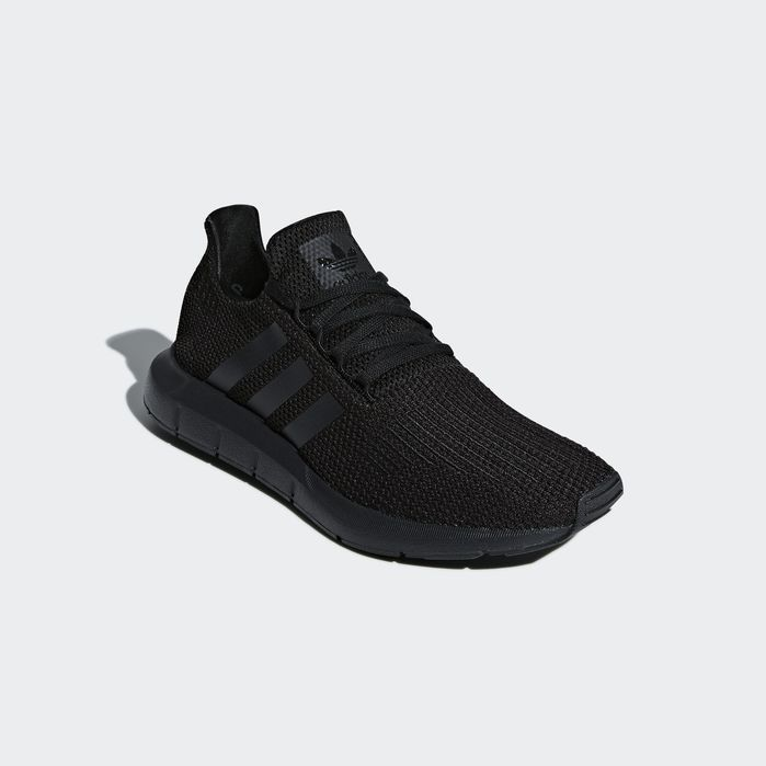 all black adidas women's swift run