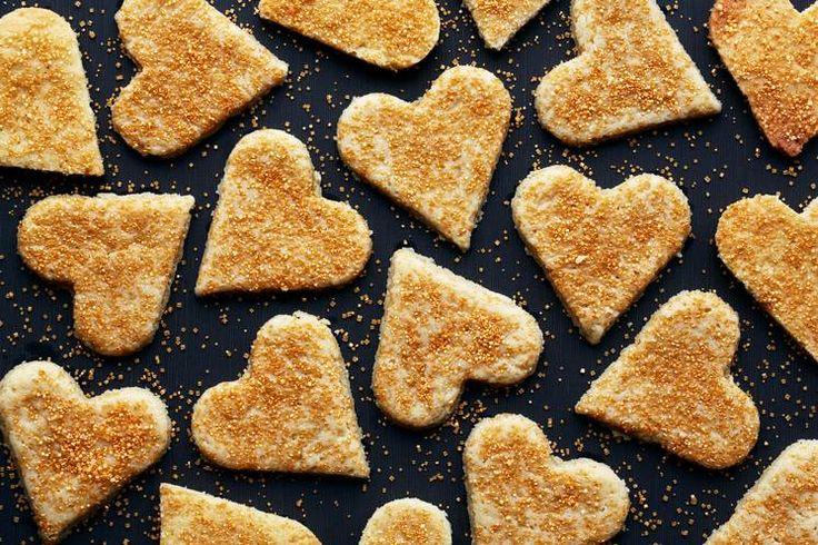 Smør, melis, mel og litt vanilje - det enkleste er det beste i oppskriften på mørdeigshjerter. #mørdeigshjerter #julekaker