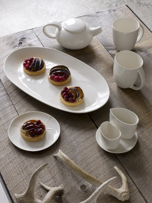 white plates and tarts #pottery #white #tarts