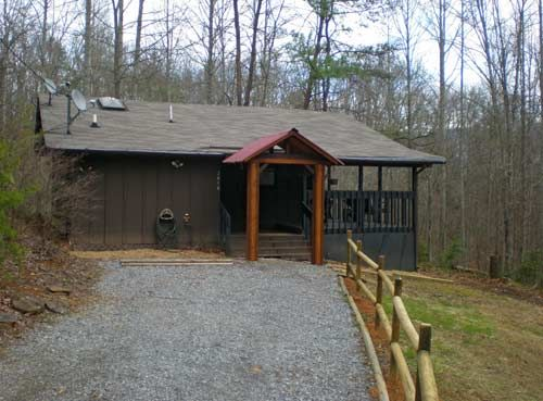 $98. + tax - secluded. Hot tub. Lover's Den in Gatlinburg, Tennessee