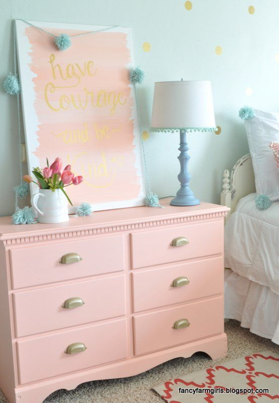Chest of drawers with crystal handles instead