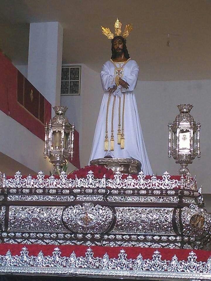 El Señor de Málaga ya recorre sus calles, hoy Lunes Santo.