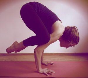 Article super intéressant pour les débutantes de Yoga à la maison liens vers plusieurs vidéos