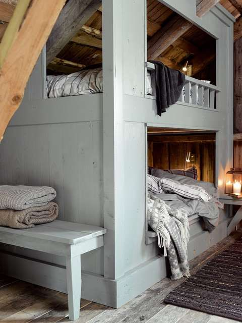 PRAKTISK: En plassbesparende køyeseng passer godt på barnerommet eller hytta.