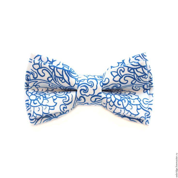 Купить Галстук-бабочка белый с синим принтом пейсли из хлопка - галстук бабочка