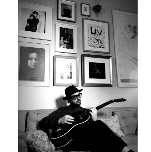 Liv Tyler's cute Gallery Wall. Also, Royston Langdon playing the guitar.