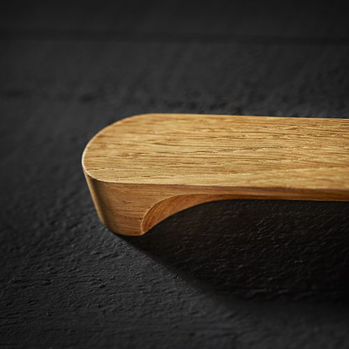 The Holt cabinet handle is crafted in the UK from FSC accredited oak and then precision finished with 5% matt interior lacquer. Durable steel components are inserted into the cabinet handles to provide the base strength for the bolt through fixings.