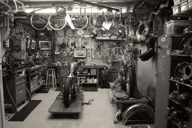 Big d speedshop bikes pinterest garage workshop for Garage reparation moto