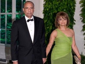 Kenneth Chenault is the chairmen and chief executive officer at American Express. http://www.popularceos.com/2016/01/22/kenneth-chenault-biography-american-express-ceo/