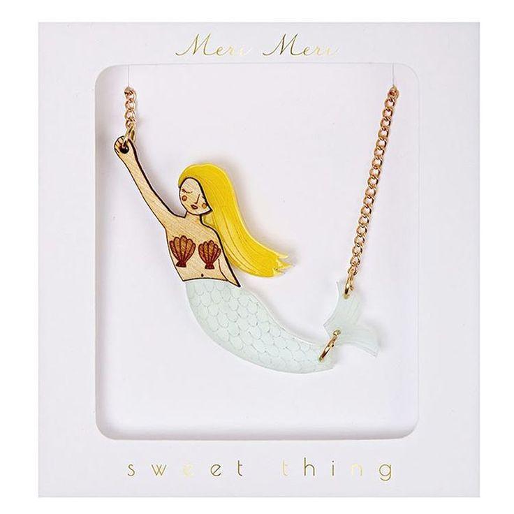 "Ze is zo mooi,  deze zeemeermin ketting ♡ Je kan haar shoppen in de categorie FLAIR,  bij ""kettinkjes"" :)"