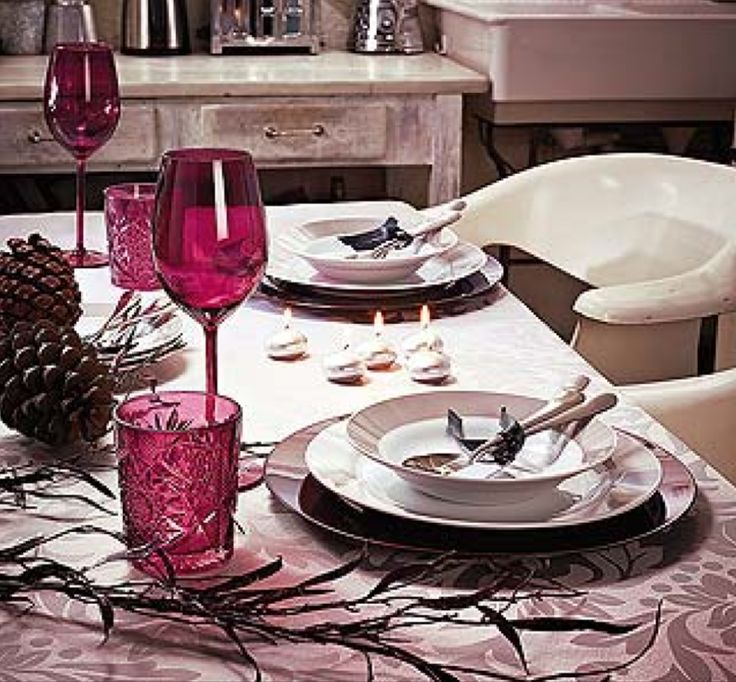 Seja suntuosa, descontraída, rústica ou mais ao estilo natural, a mesa deve receber uma atenção especial, afinal na noite da ceia ela é a...