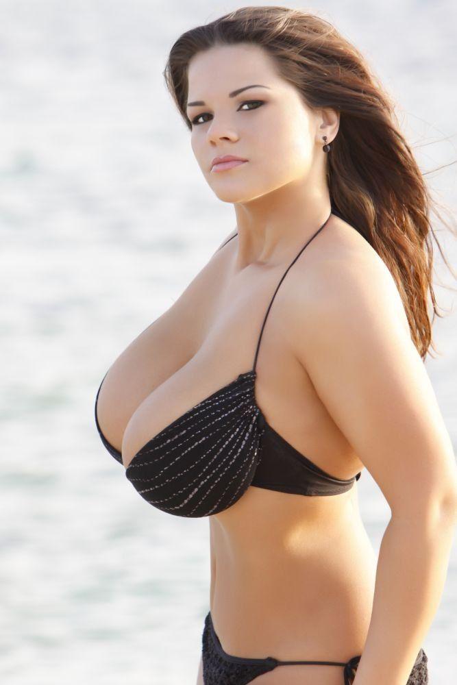Высокая с огромной грудью