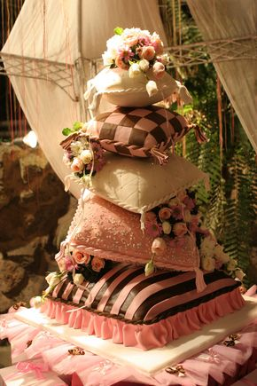 Beautiful & Stunning #Victorian #cake! Great #CakeDecorating!