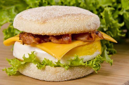 Recette de sandwich déjeuner (style Oeuf McMuffin) toute simple et rapide à faire
