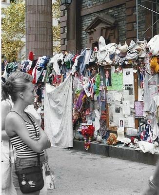 un corazón que late tras el 11-S...  Yo estaba en Nueva York pocos días antes de que se celebrara el primer aniversario del terrible atentado. La ciudad estaba rota, deshecha y el eco de la tragedia sonaba desde cualquier rincón.No era mi intención ir a la Zona Cero o al menos, no hacerlo tan pronto