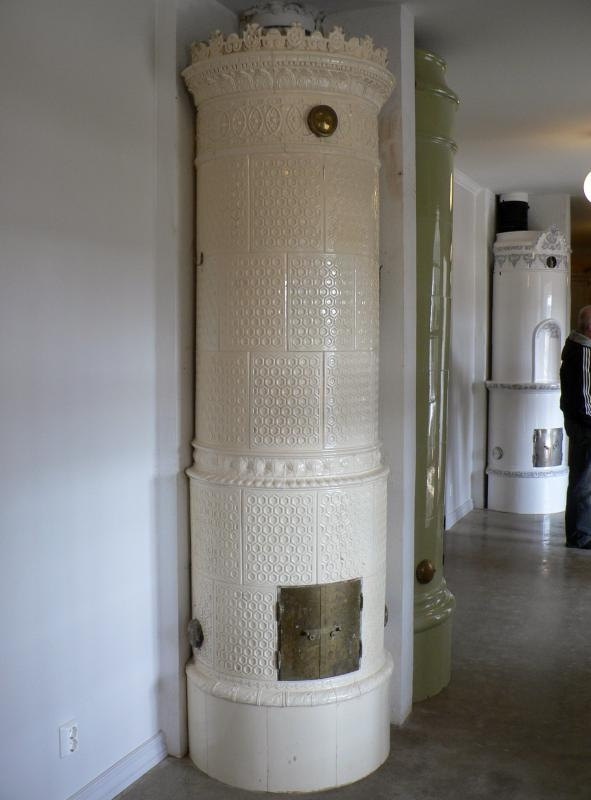 Nice stove made of Rörstrand in Stockholm approx 1890. The oven is about 255 cm tall in the picture but there is a shift to so it can be about 285 cm tall.