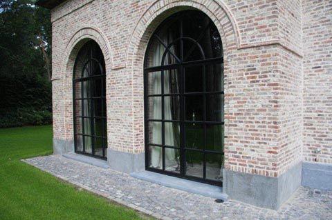 Belgisch blauwe hardsteen plinten + raamdorpels
