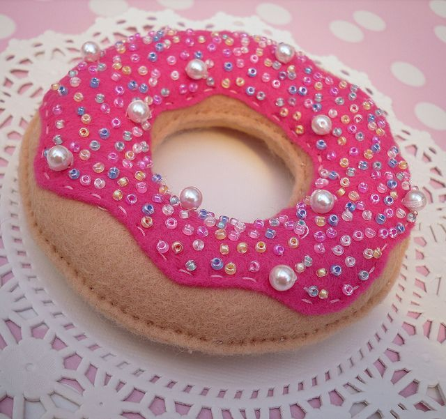 Felt doughnut... could also do for a cookie