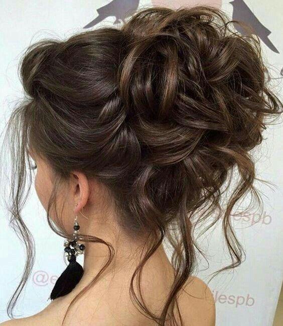 Stunning messy updo #wedding #hairstyles #updo #messy #bridalhairstyles