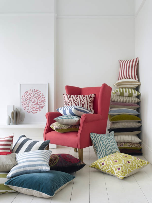 Scatters should either blend in with the couch, bed or chair or stand out to make a statement. Bland scatters defeat the point.