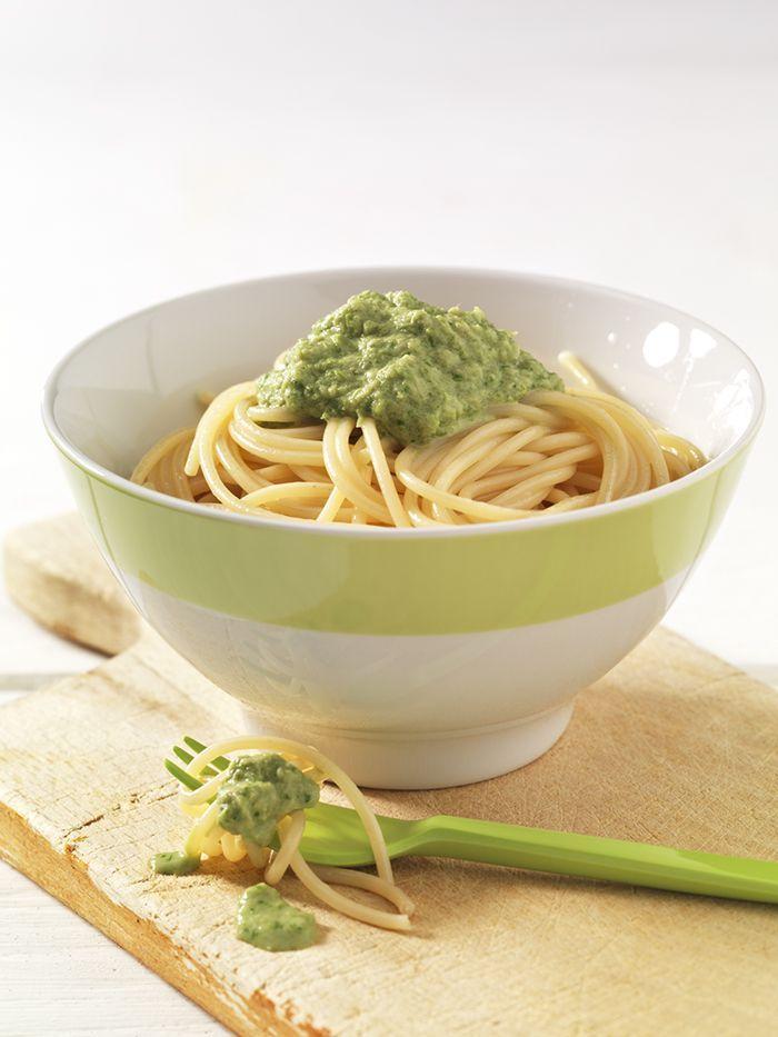 Spaghetti mit Spargel-Thunfisch-Sauce | Grüner Spargel enthält besonders viel Folsäure. Diese ist an der Zellteilung beteiligt und deshalb wichtig für das Wachstum des Kindes.