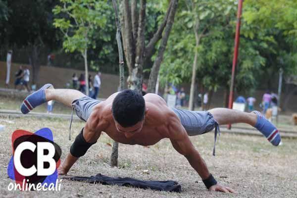 Calistenia, una rama de la gimnasia se vive en los parques de Cali.Una tendencia deportiva que cada vez tiene más seguidores que buscan cuerpos fitness.