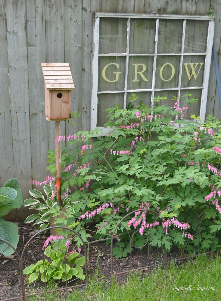 Old Shovel Bird House Stand. Add piece of wood to bottom of bird house. Attach handle of old shovel. Place in your garden.