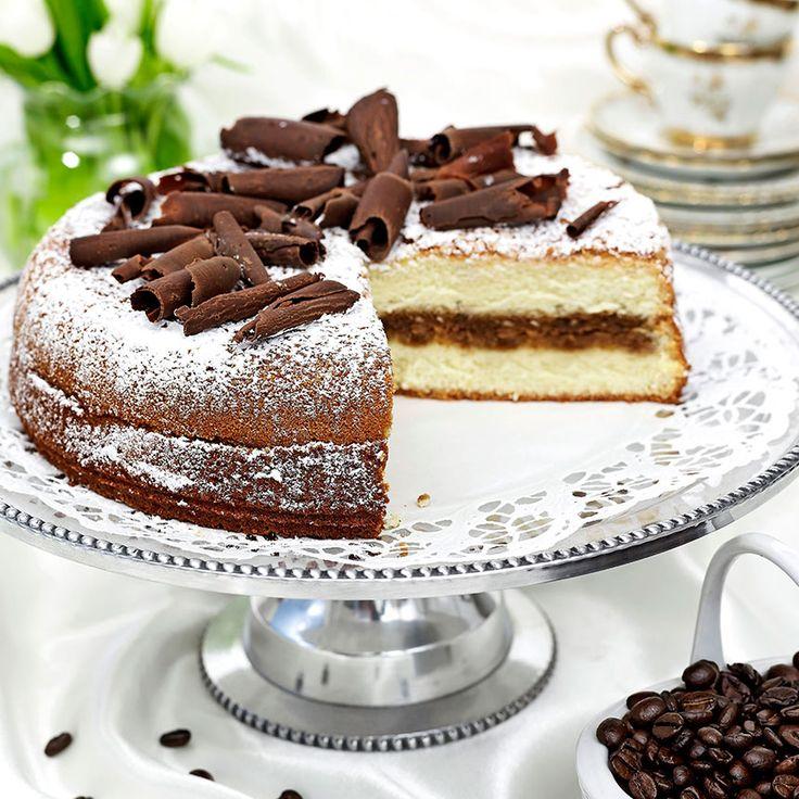 Läcker sockerkaka med kaffe och hyvlad choklad.