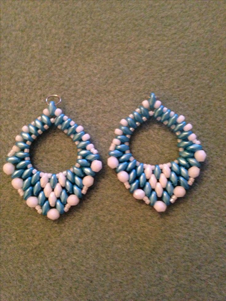 Super duo earrings using pattern from unmondosuper.blogspot