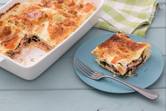 Le lasagne al salmone sono un primo piatto ricco e saporito, molto semplice da preparare, ideale anche per pranzi speciali o domenicali!